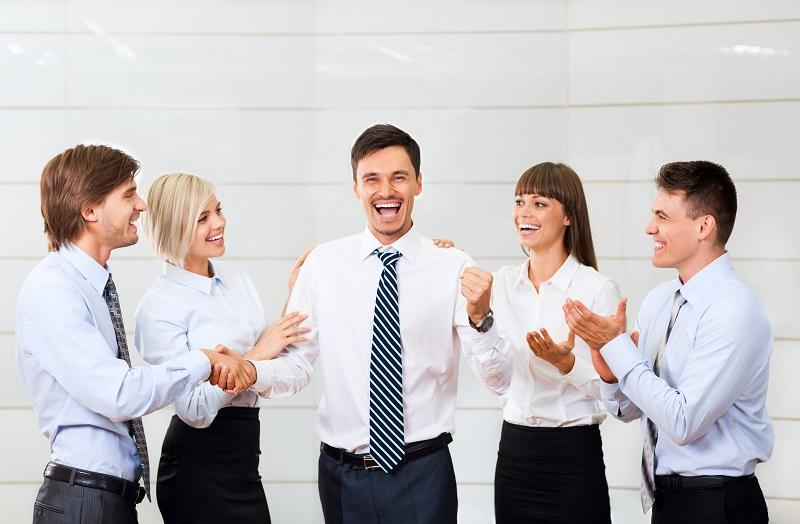 社員のモチベーションを上げる!ユニークな社内表彰