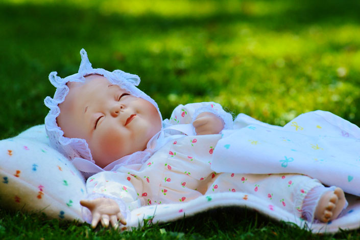 ~赤ちゃん紹介は話題の「寝相アート」で~